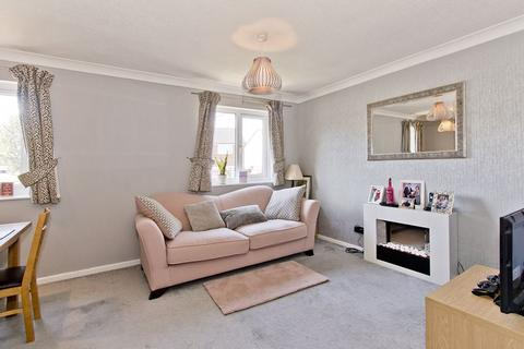1 bedroom flat for sale - First Floor One Bedroom Flat with Parking, Oakwood Rise, Tunbridge Wells