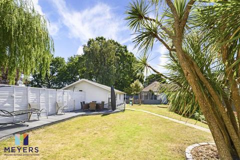 4 bedroom detached bungalow for sale - The Grove, Christchurch, BH23