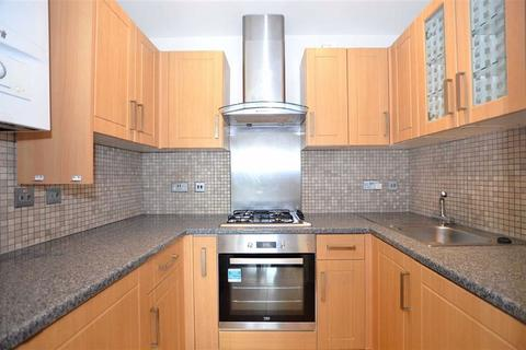 1 bedroom property to rent - Dean Court, South Woodford, London