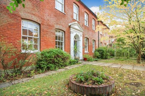 2 bedroom ground floor maisonette for sale - High Street, Theale, Reading, RG7