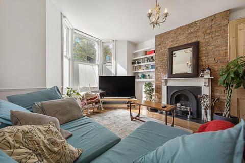 2 bedroom flat for sale - Saltoun Road, SW2