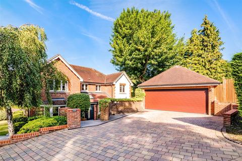 5 bedroom detached house for sale - Dene Close, Outwood Lane, Chipstead