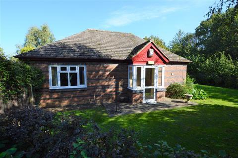 2 bedroom semi-detached bungalow - Badger Court, Loughborough