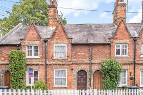 2 bedroom terraced house for sale - Portsmouth Road, Guildford