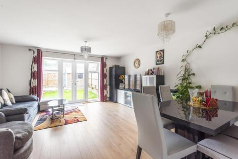 3 bedroom end of terrace house to rent - Greenham Road, Reading, RG2
