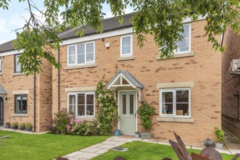 4 bedroom detached house for sale - Barrowby Close, Garforth, Leeds, LS25 1AE