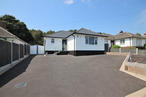 4 bedroom bungalow for sale - Witchampton Road, Broadstone, Dorset, BH18