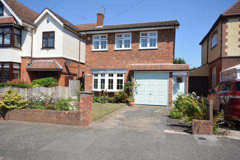 4 bedroom detached house for sale - Walden Road, Borders of Emerson Park, Hornchurch RM11