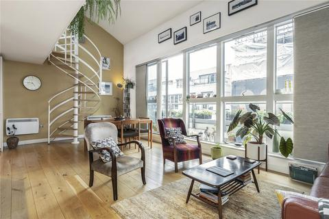 2 bedroom penthouse to rent - Matisse Court, 15-18 Featherstone Street, London, EC1Y