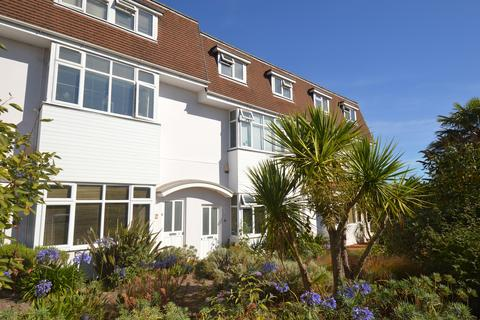 2 bedroom flat - Feversham Avenue, Bournemouth, BH8