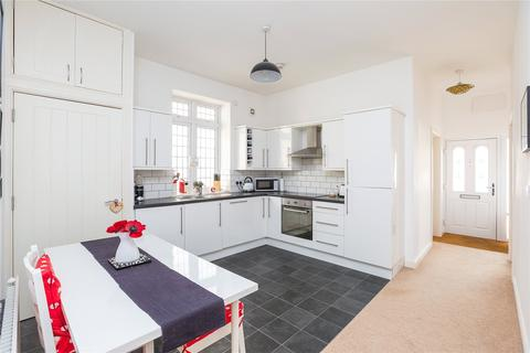 2 bedroom apartment for sale - Carnforth House, Carnforth Gardens, Hornchurch, RM12