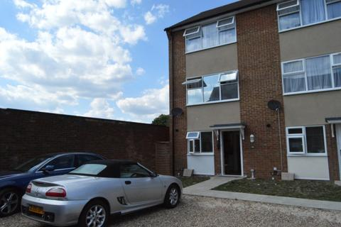4 bedroom end of terrace house to rent - Thirkleby Close, Slough, Berkshire. SL1 3XF