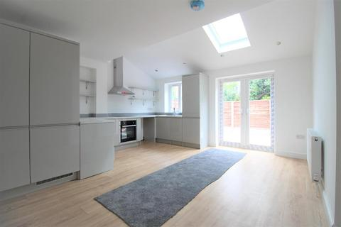 3 bedroom end of terrace house for sale - Queenhill Road, Manchester, M22 4HW
