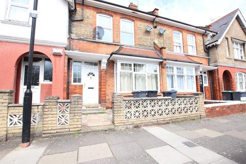 3 bedroom terraced house to rent - Russell Avenue, London N22