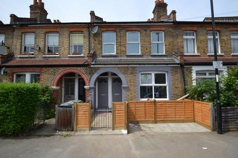 2 bedroom maisonette - Malyons Road London SE13