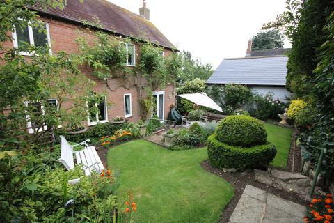 3 bedroom detached house for sale - May Cottage, Burton Lazars