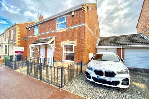 2 bedroom semi-detached house to rent - Victoria Road, Teams