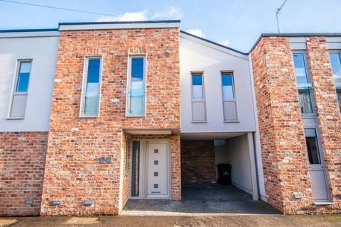 3 bedroom terraced house to rent - Wellington Lane, Cheltenham GL50 4JF