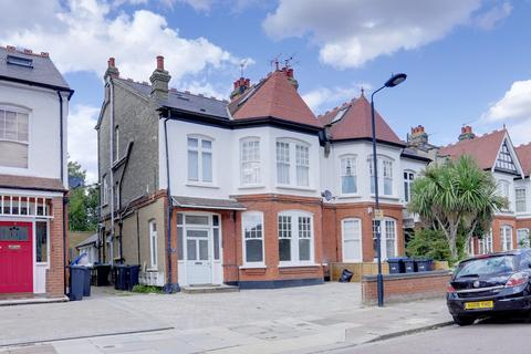 Studio to rent - Selborne Road, Southgate, N14