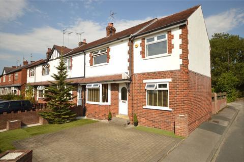 3 bedroom terraced house - Park Grove, Yeadon, Leeds, West Yorkshire