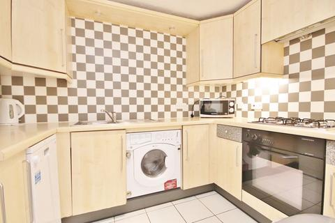 2 bedroom apartment to rent - Lyndhurst Lodge, London