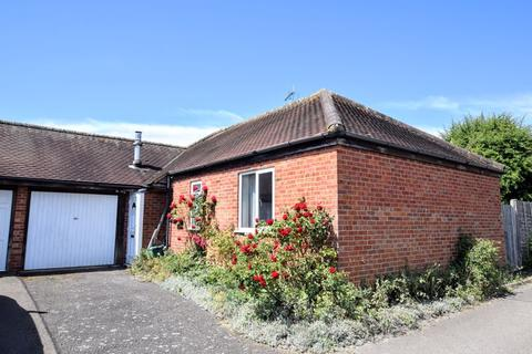 3 bedroom bungalow for sale - Evans Close, Chearsley