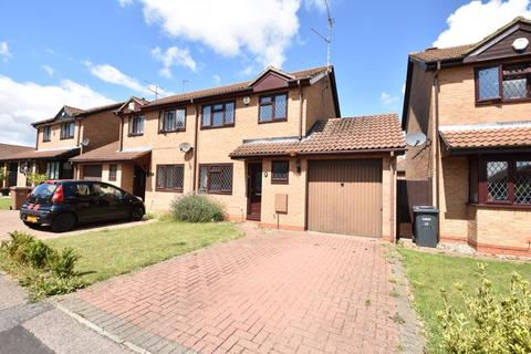 3 bedroom semi-detached house for sale - Dexter Close, Luton