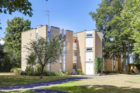 2 bedroom flat - Winchester Close