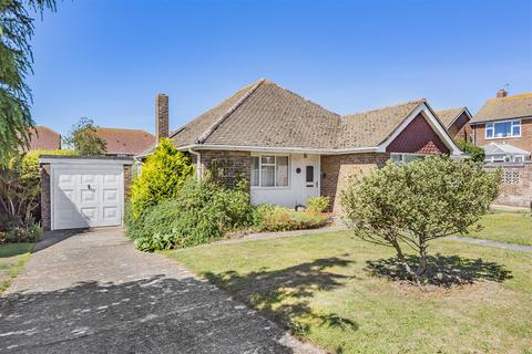 2 bedroom detached bungalow for sale - Kingston Avenue, Seaford