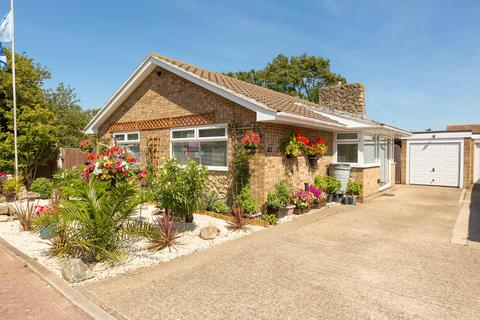 4 bedroom detached bungalow for sale - Tina Gardens, BROADSTAIRS