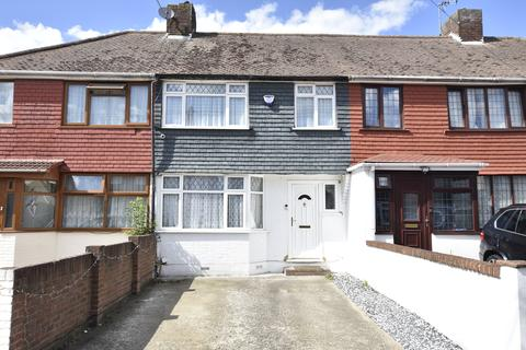 3 bedroom terraced house for sale - Lansbury Avenue, Feltham, Middlesex, TW14