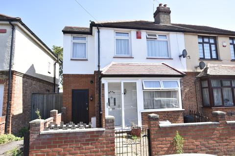 3 bedroom semi-detached house for sale - Shaftesbury Avenue, Feltham, Middlesex, TW14