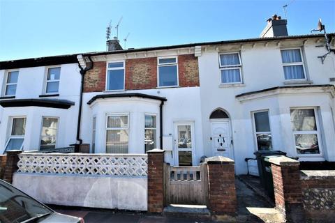 2 bedroom flat to rent - Beach Road, Eastbourne BN22