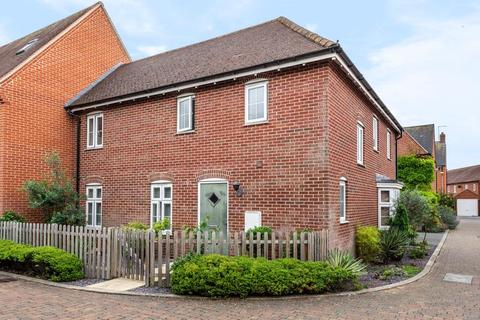 3 bedroom semi-detached house for sale - Buckingham Park,  Aylesbury,  HP19