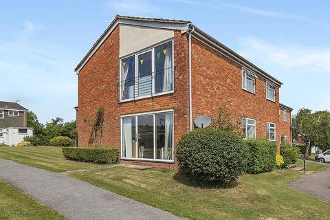 3 bedroom apartment to rent - Windsor Close, Guildford, GU2