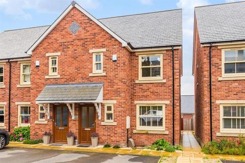 3 bedroom end of terrace house for sale - Oak Park Lane, Cookridge, LS16
