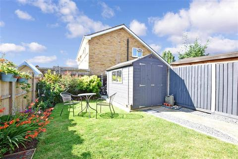 2 bedroom semi-detached house for sale - Edward Gardens, Wickford, Essex