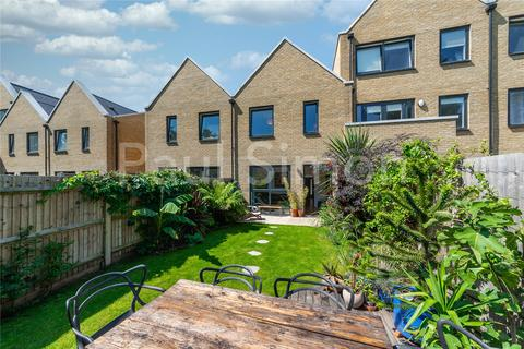 3 bedroom terraced house for sale - Bathurst Square, London, N15