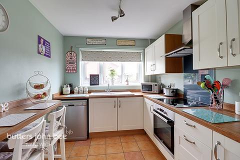 3 bedroom semi-detached house for sale - Sandhurst Avenue, Crewe