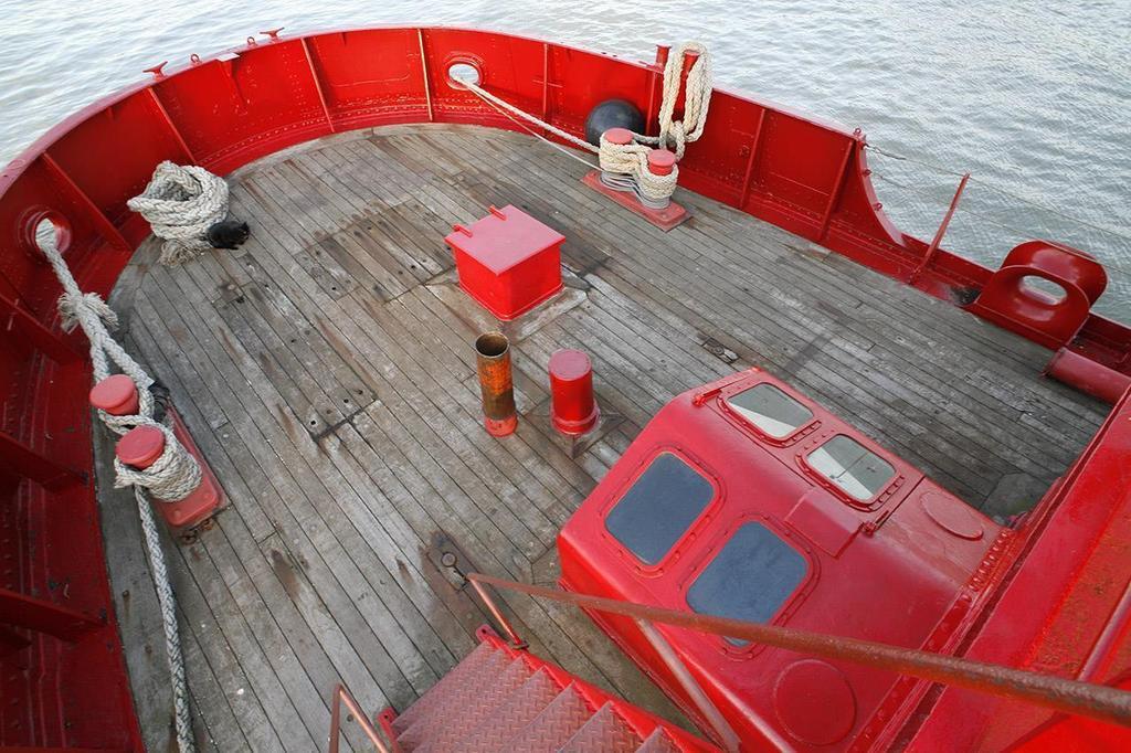 Light Vessel 93 bow or port