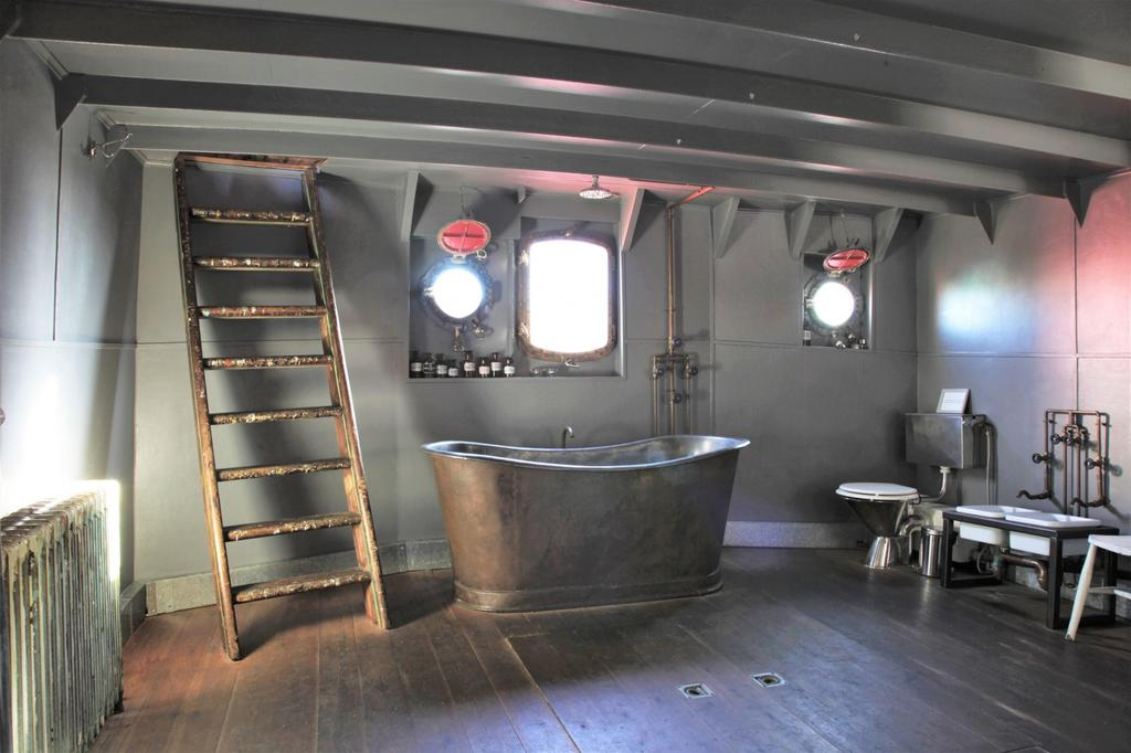 Light Vessel 93 French copper bath