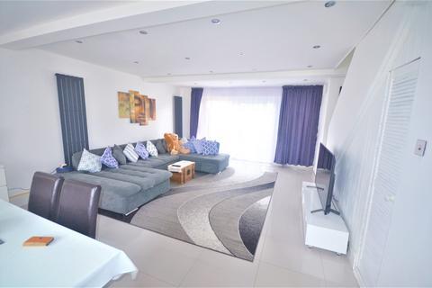2 bedroom terraced house to rent - Tavistock Close, Romford RM3