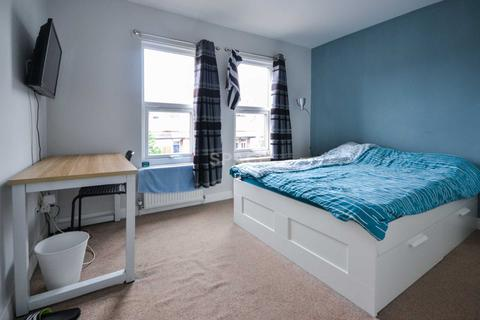 1 bedroom house share to rent - Briants Avenue, Caversham, Reading, Berkshire, RG4 5AY - First Floor Front Bedroom