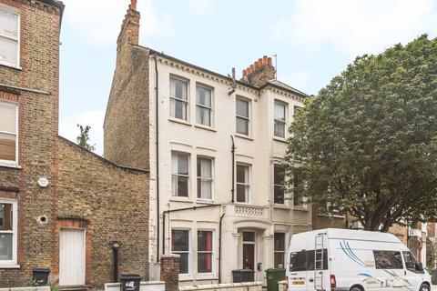 3 bedroom flat for sale - Tremadoc Road, Clapham