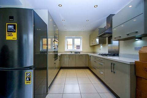 4 bedroom semi-detached house to rent - Barra Wood Close, Hillingdon