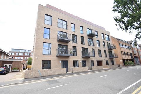 2 bedroom house share to rent - Oak End Way, Gerrards Cross, SL9