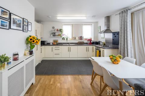 2 bedroom flat for sale - High Road, London, N15