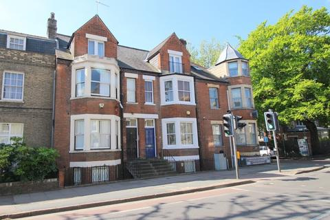 Studio to rent - Newmarket Road, Cambridge