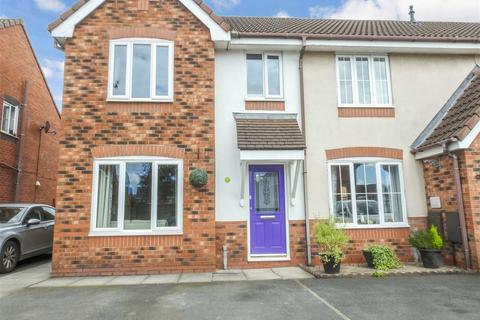 3 bedroom end of terrace house for sale - Kennett Drive, Leyland