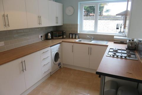 4 bedroom terraced house to rent - Birstall Rd, Kensington
